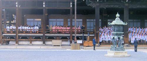Templo de Nishi Hongan. Feligresas.