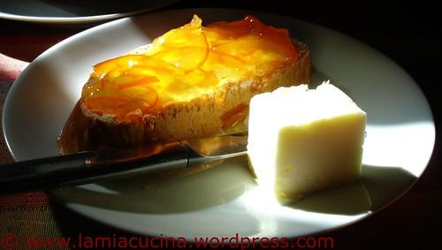 Zopf mit Orangenmarmelade