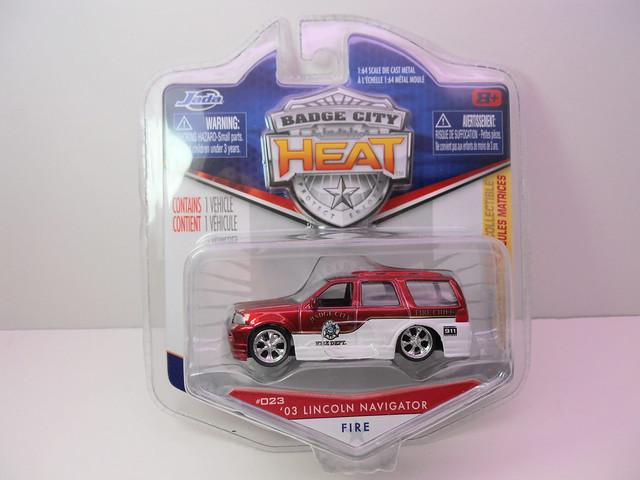 jada toys badge city heat wave 2  '03 Lincoln Navigator Fire (2)