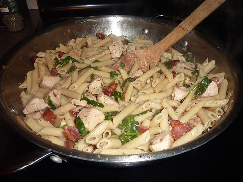 spinach & chicken pasta in the pan