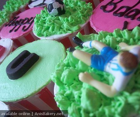 football cupcakes @ AnisBakery.net