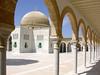 Tunesien - Monastir - Mausoleum des Bourguiba, Blick durch die Säulenhalle by roba66
