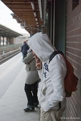 Raucher auf Bahnsteig in Berlin