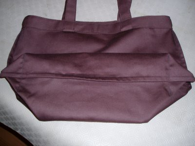 this is the inside of the bag. See what i mean about being neat? the botton of the bag, with the gusset, is nearest the camera.