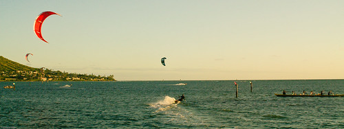 Kitesurfers in Maunalua Bay