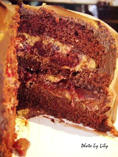 Baileys櫻桃巧克力蛋糕斷面圖