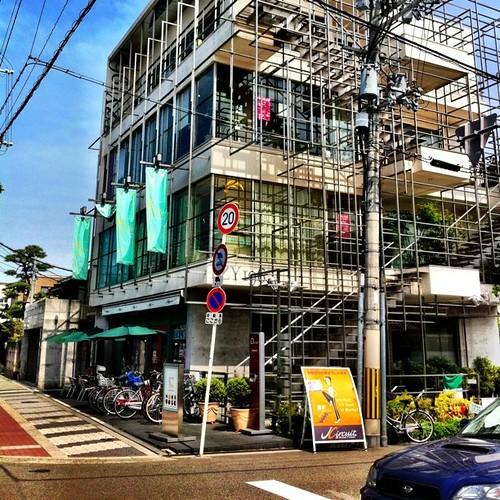 この建物、工事中ではないんですよ! ちょっと変わってるでしょ!(^O^☆♪ #afternoon