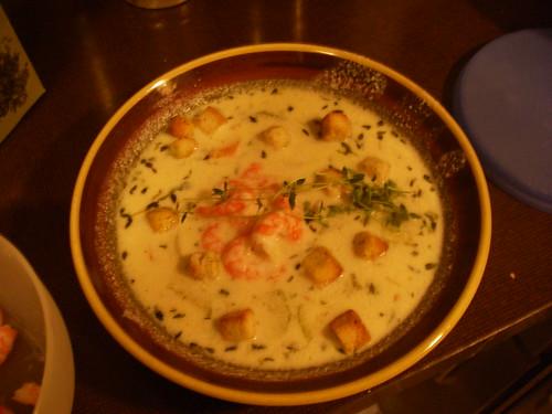 Det ble aldri noe med den gurkemeien, jeg aner ikke hvorfor suppa ser gul ut - den var hvit