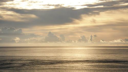 60.金黃的日出灑落海面 (12)
