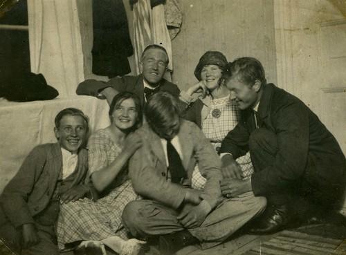 Farmor med syskon med flera i Harebo