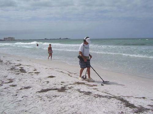 Treasure Hunt On Lido Beach