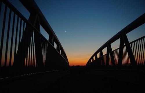 20100416-08_Sunset behind Lawford Heath + footbridge over RWRR by gary.hadden