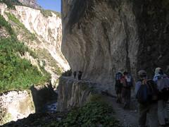 A veces el camino pasa por estrechos desfiladeros y profundos barrancos