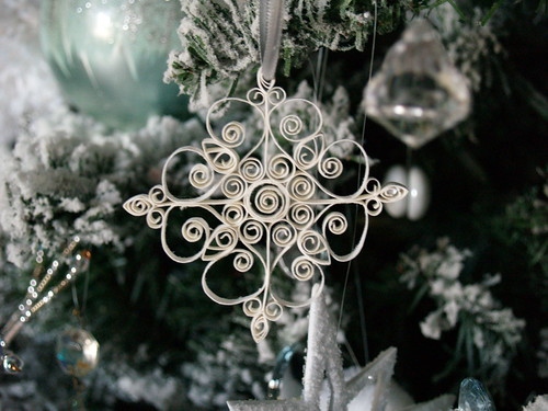 Quilled snowflake ornament reese dixon snowflake ornament on tree solutioingenieria Image collections