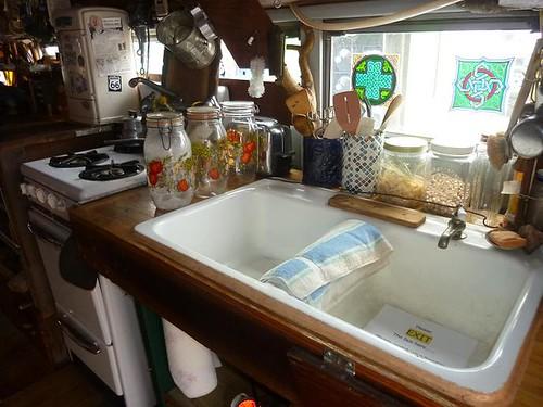 IL, Pontiac 90 - Bob Waldmire bus inside kitchen sink