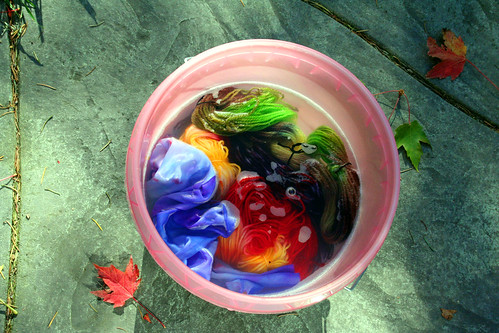 Rinsing set dyed yarns & fabric in a bucket