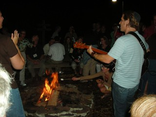 Jewish musician Rick Recht performs at the campire / photo taken by Rachel Mauro