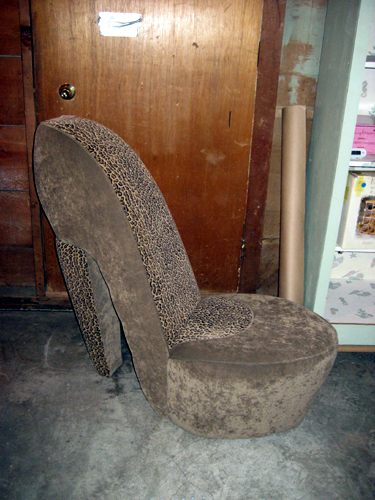Very large shoe chair