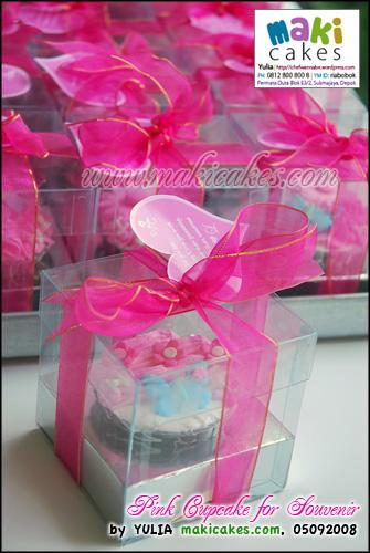 Pink Cupcake for Souvenir_ - Maki Cakes