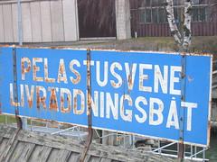 Life raft sign in Finnish & Swedish