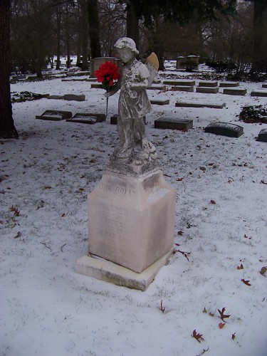 Mildred and Emma Schmitt tombstone (4 of 4)