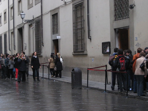 Line outside the Accademia