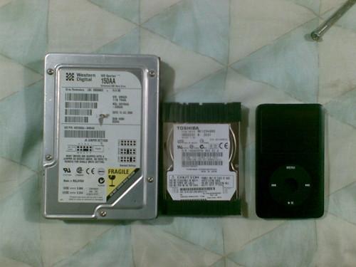 Cambiando el disco duro en una laptop Toshiba Satellite (2/3)