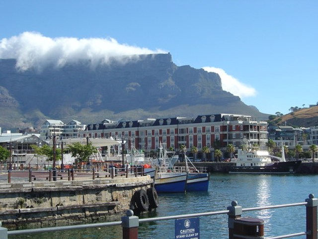 Victoria and Alfred Waterfront cape town with Table Mountain in the background