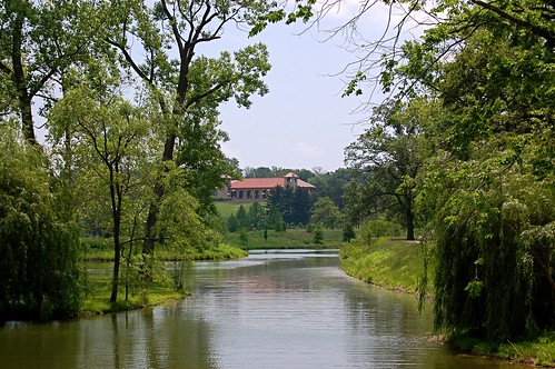 The River des Peres lives. This artificially reconstructed river running through Forest Park is not the original river, and does not use the waters of the RDP still channelized underground. Nevertheless, planners traced the course of the natural river in their redesign scheme. The manmade river shows, in a cleaner form, what the River des Peres might have once looked like as it rambles lazily through Forest Park.