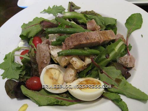 Ahi tuna niçoise salad