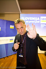 Jonas Žnidaršič a celebrity in a role of journalist showing different combination of fingers on Parlamentarial elections 2008 in Slovenia._3076
