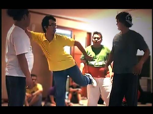 Session yang paling gw gak bisa, Dance! Ternyata dance itu susah ya, gw kira gampang tinggal loncat-loncat gerak-gerik gak karuan. Eh ternyata.. mampus gw kemarin.