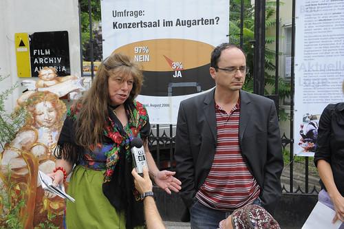 Pressekonferenz: die Bürgerinitiativen und das Filmarchiv berichten von der Räumung.