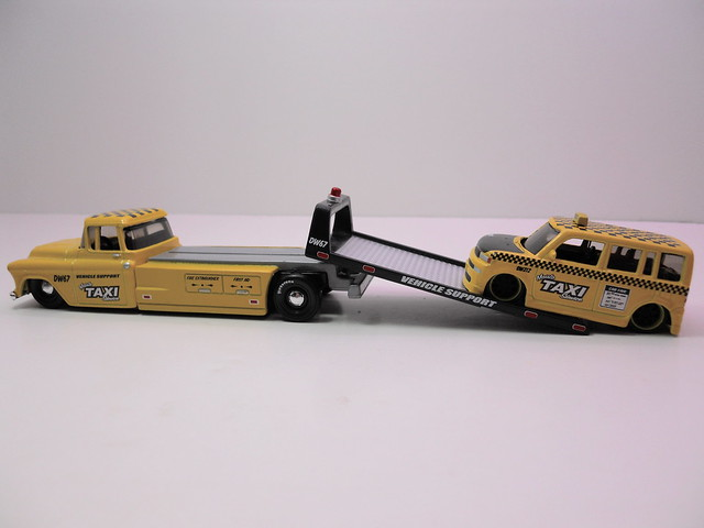 maisto allstars elite transport '57 chevy transport scion xb taxi (3)