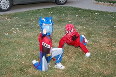 Optimus and Spiderman Show their Moves