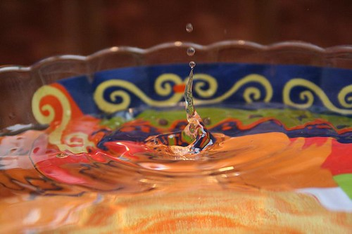 photo assignment: water droplets (by kapsi)
