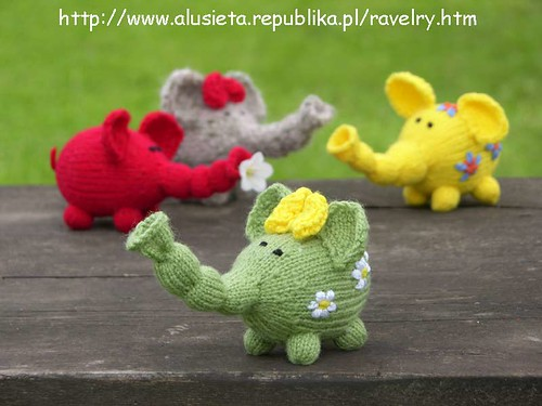 How utterly fantastic is this pattern?!  I *love* these little elephants!  And its a FREE pattern!