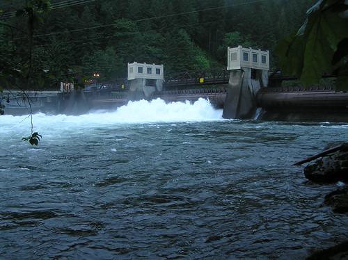 Leaburg Dam
