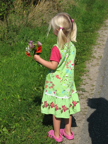 Sofie med blomsterbuket