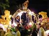 Desfile - Arrojando caramelos