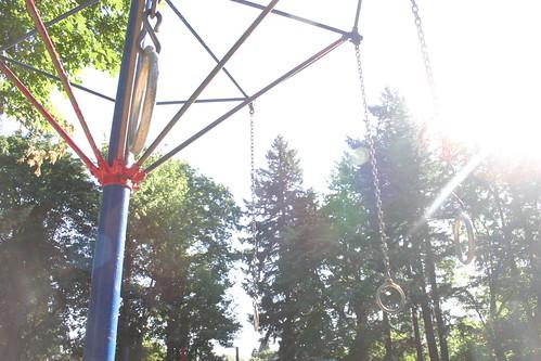 Swinging monkey rings