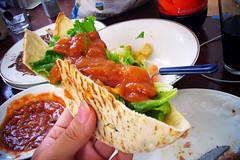 Pita 包生菜沾墨西哥醬 (by Roca Chang)
