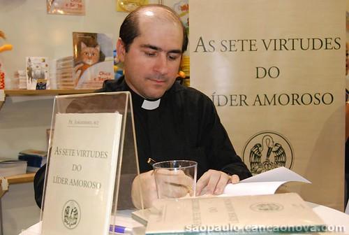 Lançamento do livro 'As Sete Virtudes do Lider Amoroso' de Padre Joãozinho,scj. por Canção Nova.