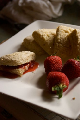 scones in the afternoon