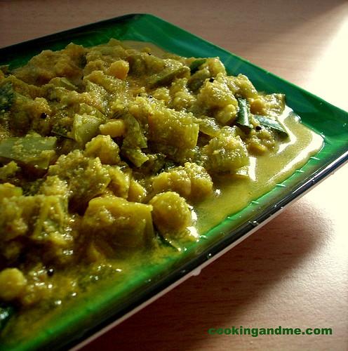 Pudalangai Kootu Recipe - Snake Gourd Kootu Recipe