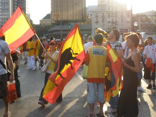 Banderas en la Plaza de Colón