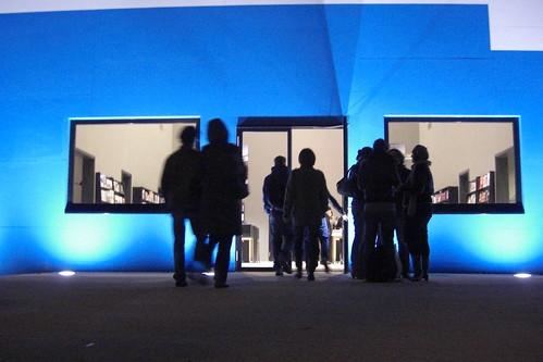 Eingang der Temporären Kunsthalle Berlin