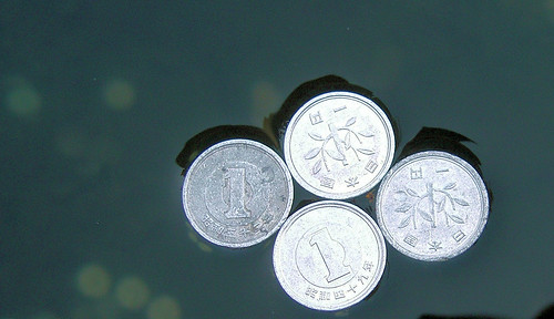 Monedas flotantes en Kompira-san
