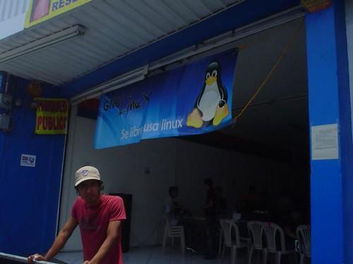 Visita al FLISOL Amatitlán.