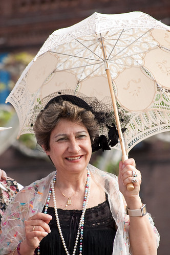 La dama de la sombrilla